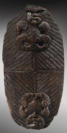 Head to Tail Polynesian People, Polynesian Art, Sculpture Art, Sculptures, Maori Patterns, Tiki Statues, Maori Designs, Maori Art, Tribal Art