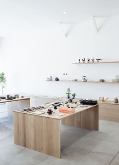 Formerly Yes is a minimalist retail space located in Los Angeles, California, designed by Brad & Jenna Holdgrafer, who also own the company. Store Interiors, Dark Interiors, Store Layout, Retail Store Design, Retail Stores, Retail Interior, Interior Shop, Retail Space, Restaurant Design