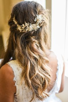 This gold bridal hair clip adds a touch of romance to this summer wedding at Hawthorne House near Kansas City photographed by Sarah Rieth Photography Hawthorne House, Kansas City, Summer Wedding, Bridal Hair, Hair Clips, Reception, Romance, Touch, Gold