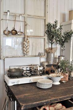Alles da: Kleine Vintage-Küche im Landhaus #Wohnidee