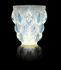 René Lalique (French, 'Rampillon' a Vase, design 1927 Art Nouveau, Diy Ceramic, Vases Decor, Art Decor, Vase Design, Gold Vases, White Vases, Wooden Vase, Wedding Vases