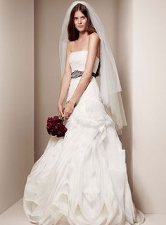 Fabulous Designer wedding dress rentals in Utah for a fraction of the cost Schedule an appointment to e see the Vera Wang wedding gown