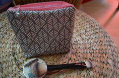 Schminktäschchen - Schminktasche Blätter Kosmetiktasche - ein Designerstück von Loops-und-andere-Naehigkeiten bei DaWanda