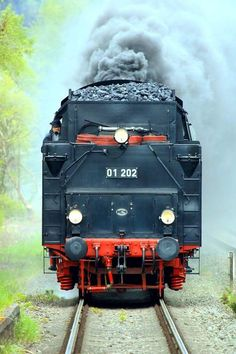 Studio Background Images, Best Background Images, Diesel Locomotive, Steam Locomotive, Train Wallpaper, Old Steam Train, Canadian Pacific Railway, Abandoned Train, Old Trains