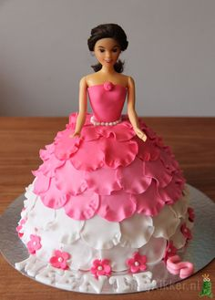 Barbie fan and cake decorators Doll Birthday Cake, Barbie Birthday, Princess Birthday, Fancy Cakes, Cute Cakes, Fondant Cakes, Cupcake Cakes, Barbie Cake Designs, Bolo Rapunzel