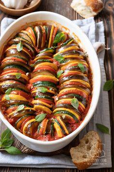 Jak zrobić francuski ratatouille? Przepis na ratatuj zapiekany Diet Recipes, Healthy Recipes, Good Food, Yummy Food, Diy Food, Tasty Dishes, Vegetable Recipes, Food Inspiration, Meal Prep