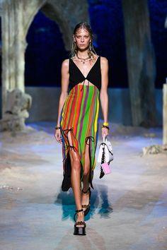 Donatella Versace, Gianni Versace, Emilio Pucci, Versace Fashion, Runway Fashion, Fashion Trends, Milan Fashion, Men Fashion Show, Girl Fashion