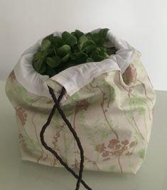 Salad bag to make your self Octavie in Paris Diy Bags Purses, Diy Purse, Salad Bag, Coin Couture, Diy Sac, Shaby Chic, Disney Dining, Paris, Diy Crafts To Sell