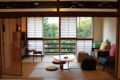 ❤They told me I was. Modern Japanese Interior, Japanese Home Decor, Modern Interior, Interior And Exterior, Japan Apartment, Apartment Interior, Tatami Room, Japan Interior, Japanese Style House