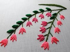Embroidery Stitch - Feather Stitch with lazy daisy stitch. Hand Embroidery Flowers, Hand Embroidery Tutorial, Learn Embroidery, Hand Embroidery Stitches, Silk Ribbon Embroidery, Crewel Embroidery, Hand Embroidery Designs, Embroidery Techniques, Cross Stitch Embroidery