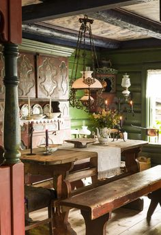 This traditional Norwegian house is gorgeous and so warm and inviting. I love the green walls. Scandinavian Interior Design, Scandinavian Home, Home Interior, Interior And Exterior, Norwegian House, Sweet Home, Hearth And Home, Cabins And Cottages, Decoration