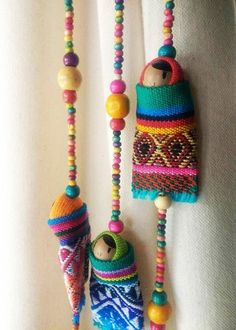 Móvil Quitapenas Wall Decor Crafts, Diy Home Crafts, Creative Crafts, Bargello Needlepoint, Puppet Patterns, Worry Dolls, Mobiles, Cute Llama, Christmas Sewing