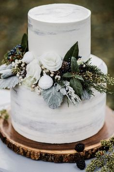 Stylish Winter Wedding Cakes