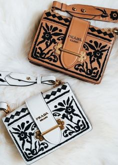 Find tips and tricks, amazing ideas for Prada handbags. Discover and try out new things about Prada handbags site Prada Handbags, Luxury Handbags, Purses And Handbags, Designer Handbags, Designer Bags, Prada Purses, Designer Crossbody Bags, Designer Wallets, Burberry Handbags