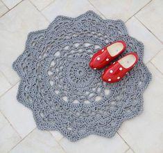 שטיח מפית קרושה ענקית  Crocheted Giant Doily Rug Pattern In Hebrew!