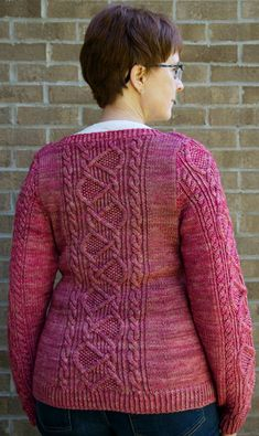 Vermilion cliffs cardigan : Knitty First Fall 2014 - I really like the meandering cables!