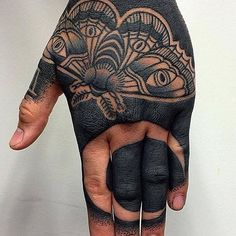 A new take on the hand tattoo has really taken off in the industry—tattooing the whole hand. Normally what we consider to be a hand tattoo will stop around the knuckles, these tattoos go all the wa. Tattoo Black Skin, All Black Tattoos, Tattoos For Guys, Backpiece Tattoo, Arm Tattoo, Sleeve Tattoos, Tattoo Ink, Finger Tattoos, Body Art Tattoos