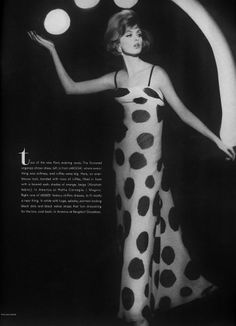 Dorothea McGowan wearing a super-chic maxi evening dress patterned with huge polka dots by Desses. (not ysl!) The photographer was William Klein for Vogue March 1962 Vintage Glamour, Vintage Beauty, Vintage Vogue, Mode Vintage, Vintage Ladies, 1960s Fashion, Vintage Fashion, William Klein, Evening Dress Patterns
