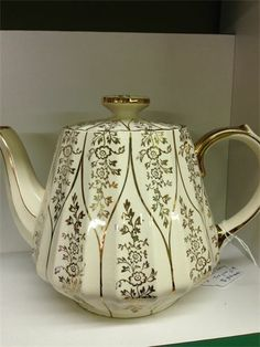 Helen Dardik, Royal Doulton, Tea Sets, Teapot, Tea Time, Tea Party, Pottery, Decor Ideas, Dishes