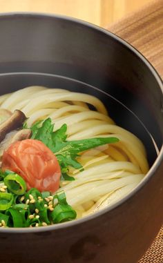 Japanese Udon Noodles with Umeboshi Sour-pickled Plum and Shiso Perilla|梅じそかけうどん