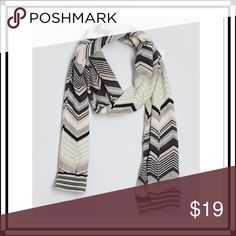 Gap Chevron/Herringbone & Striped Print Scarf Like new, this scarf is both stylish and versatile. Excellent, like new condition. Gap Accessories Scarves & Wraps