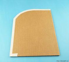 Чудесное решение для рукодельниц. Из нескольких кусков картона, рулонов от салфеток и нескольких деталей можно создать очень удобный органайзер для школьника. Мне очень понравился, а вам? Ниже смотрит
