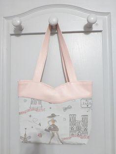 Le sac Annie d'Elodie D. en simili et coton imprimé. Patron Sacôtin.