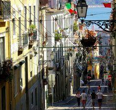 Uma Rua da Lisboa. LOVE THE FLAG!