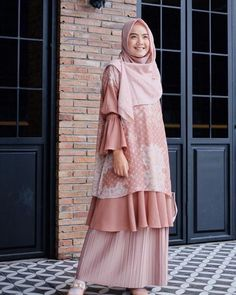 Discover recipes, home ideas, style inspiration and other ideas to try. Batik Fashion, Abaya Fashion, Muslim Fashion, Fashion Dresses, Dress Brukat, Batik Dress, Mode Abaya, Mode Hijab, Modest Dresses