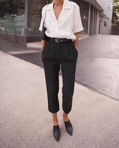 Simple Everyday Spring Shirts & World Fashion . Read more The post Simple Everyday Spring Shirts & World Fashion Week appeared first on How To Be Trendy. Business Professional Women, Women's Professional Clothing, Cute Professional Outfits, Cooler Stil, Mode Ootd, Spring Work Outfits, Summer Office Outfits, Outfit Office, Boho Work Outfit