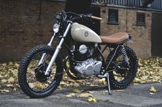 Custom motorcycle studio Auto Fabrica have turned a 1982 Yamaha into a lightweight scrambler. The main objective of the custom work was to reduce weight and transform the motorcycle into a fun little scrambler. Moto Scrambler, Moto Guzzi, Ducati, Motos Yamaha, Yamaha Bikes, Bmw 520, Cafe Bike, Cafe Racer Bikes, Cafe Racers