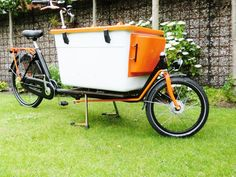 Even as it is freezing now….you might be thinking of your next business adventure this summer! Selling drinks, fruit, juice or smoothies, it's now so much easier with an esky on your bakfiets.nl cargo bike! We are taking orders now, so we have the bike with esky box here before summer starts. Contact usto get …