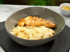 Pasta Alfredo con Pollo a la Pimienta y Limón | Deliciosa pasta alfredo con fajitas de pollo sazonadas con pimienta y limón, a tus hijos les encantara esta delicia.