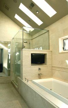 deep tub and tv!