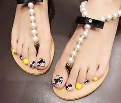Explore trendy and classy, cute and elegant toe nails designs for summer and beach vacation. You will love our easy ideas. Pretty Toe Nails, Cute Toe Nails, Pretty Nail Art, Cute Acrylic Nails, Pretty Toes, Pedicure Designs, Pedicure Nail Art, Toe Nail Designs, Toe Nail Art