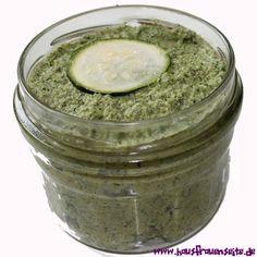 Zucchini-Pesto -  unser Zucchini-Pesto ist eine schnell gemachte Zucchinicreme, die zu allem passt und lange haltbar ist vegetarisch glutenfrei