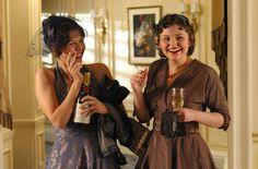 Maggie Gyllenhaal & Ginnifer Goodwin in Mona Lisa Smile.