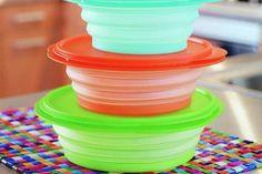 Como tirar manchas e odores de potes de plástico para armazenar alimentos
