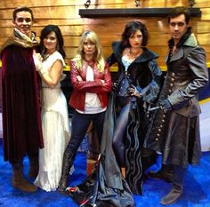 #ComicCon -- OH MY GOSH! Is it just me.. Or do they look like the real characters almost??i know it's a little blurry (which may result in the very similar look) but they look almost exactly like them!