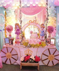 """""""Estamos orgullosos de nuestra decoración motivo #babyprincess creada y elaborada por la decoradora  @jennyjuditha quien hace posible cada decoración de…"""""""