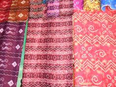 http://www.jualsasirangan.com/2014/11/batik-sasirangan-kalimantan-selatan.html Batik Sasirangan Kalimantan Selatan yang merupakan kerajinan asli dari Kalimantan Selatan yang harus kita jaga dan lestarikan