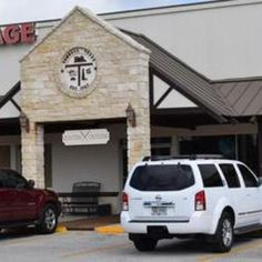 Quilters Crossing is a full service quilt shop in Tomball, Texas, with a broad variety of quilting fabrics, notions and tools. Quilting classes and groups.