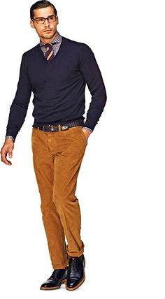 A great casual interview look for men. Button-down, patterned tie, pullover sweater and corduroy pants.