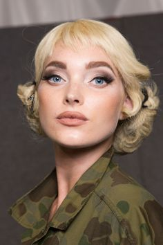 The Beauty Model Pelo Editorial, Military Girl, Pale Skin, Diva Fashion, Hairstyles Haircuts, Makeup Trends, Elsa Hosk, Makeup Inspiration, Moschino