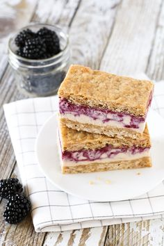 These blackberry crisp ice cream sandwiches won the silver in our dairy free frozen dessert recipe contest. They just happen to be vegan & gluten-free too! Gluten Free Baking, Gluten Free Desserts, Dairy Free Recipes, Vegan Desserts, Vegan Gluten Free, Vegan Recipes, Dessert Recipes, Paleo Sweets, Potluck Recipes