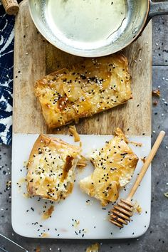 Phyllo-Wrapped Feta with Honey and Sesame Seeds - Cooking for Keeps 5 Ingredient Recipes, Phyllo Dough, Greek Dishes, Appetizer Recipes, Brunch Recipes, Appetizers, Just Eat It, Finger Foods, Baking Recipes