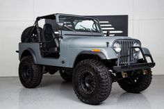 1985 Jeep CJ7 Front Right View