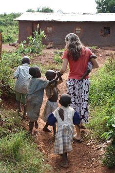 """""""En fin, vivan en armonía los unos con los otros; compartan penas y alegrías, practiquen el amor fraternal, sean compasivos y humildes."""" 1 Pedro 3:8 NVI"""
