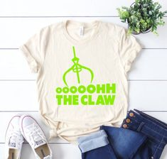 Oooohh the Claw shirt Green Alien Shirt Toy Story Land Disney World Outfits, Disney World Shirts, Disney Shirts, Disney Clothes, Cute Disney, Disney Style, Disneysea Tokyo, Toy Story Shirt, The Claw