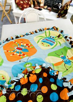 double sided no-sew fleece baby blanket...I know just who I want to make this for :)